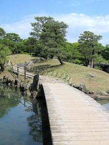 Japoniškas sodas, tiltas per upelį